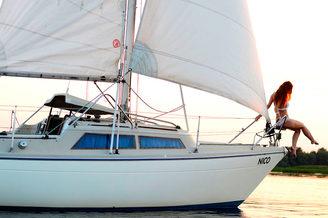 Правый борт парусной яхты Нико V.I.P.