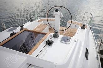 Штурвал на кокпите парусной яхты HANSE-325 Impreza