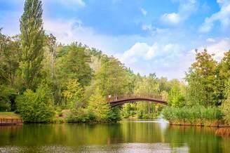 Мост через озеро рядом с Киевским водохранилищем