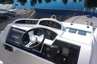 Место капитана на моторной яхте Принцесс-54