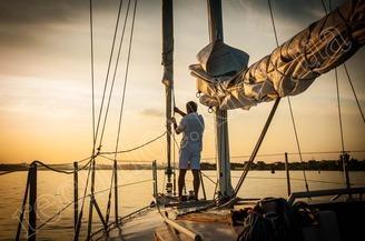 Закат на парусной яхте Алина