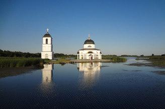 Полузатопленная Спасо-Приображенская церковь в турпоходе Salo-Мандры, фото 2