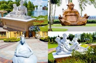 Статуи и памятник ждуну в Межигорье
