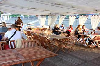 Салон второй палубы теплохода Серебряный Бриз, фото 6
