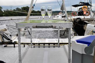 Стол на корме для фуршета на борту яхты Александра