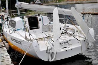 Корма яхты Александра с поднятыми пером руля
