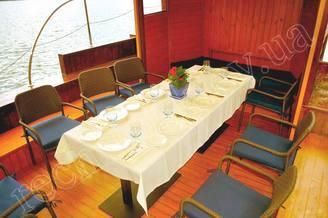 Салон на 8 банкетных мест на борту теплохода Малый