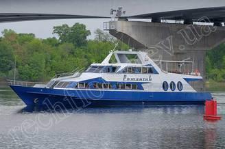 Профильный вид моторной яхты Романтик