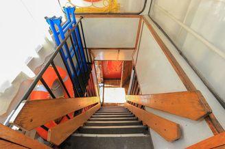 Лестница в носовой части на первую палубу теплохода Наталия Ужвий