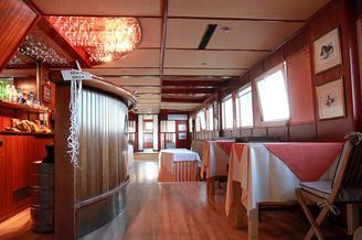 Салон второй палубы теплохода Серебряный Бриз, фото 9