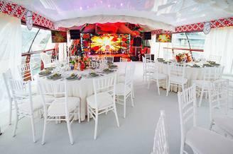 Кормовой салон верхней палубы лайнера De Luxe