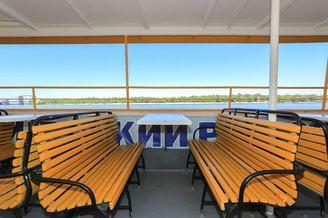 Места со столиком на 6 гостей второй палубы теплохода Наталия Ужвий