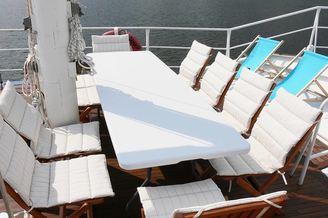 Стол на парусной яхте Данапр