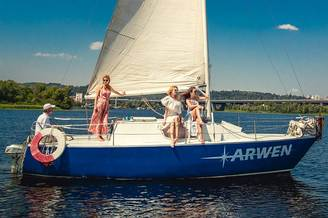 Парусная яхта Арвен на реке Днепр
