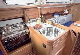 Камбуз парусной яхты Бавария- 30 Касабланка