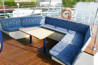 Уютное место для отдыха на парусной яхте Данапр