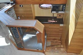 Кухонный уголок моторной яхты Голубой Океан