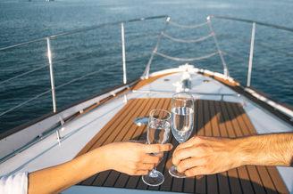 Романтика на моторной яхте Одиссея