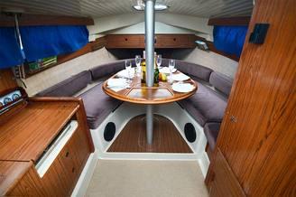 Кают-компания на 6 человек парусной яхты Нико V.I.P.