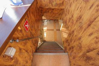 Лестница на нижнюю палубу теплохода Яков Задорожный - компания Рентфлот Лестница на нижнюю палубу теплохода Яков Задорожный